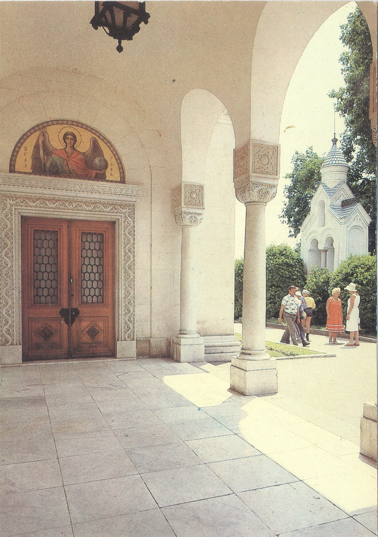 Livadia - Vhod vo dvortsovuyu tserkov_resize