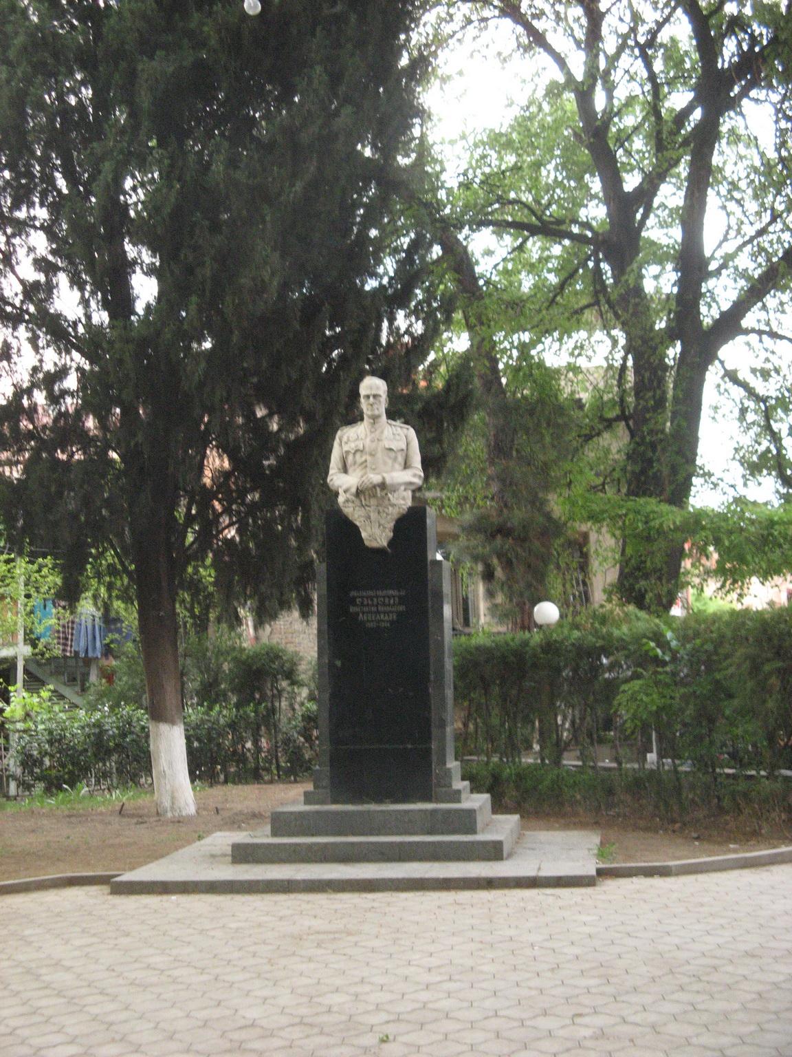 Памятники шекспиру Старый Оскол памятники феодосия у туроператоров