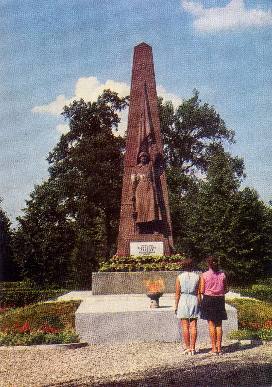Litva - Kaunas. Pamyatnik sovetskim voinam_resize