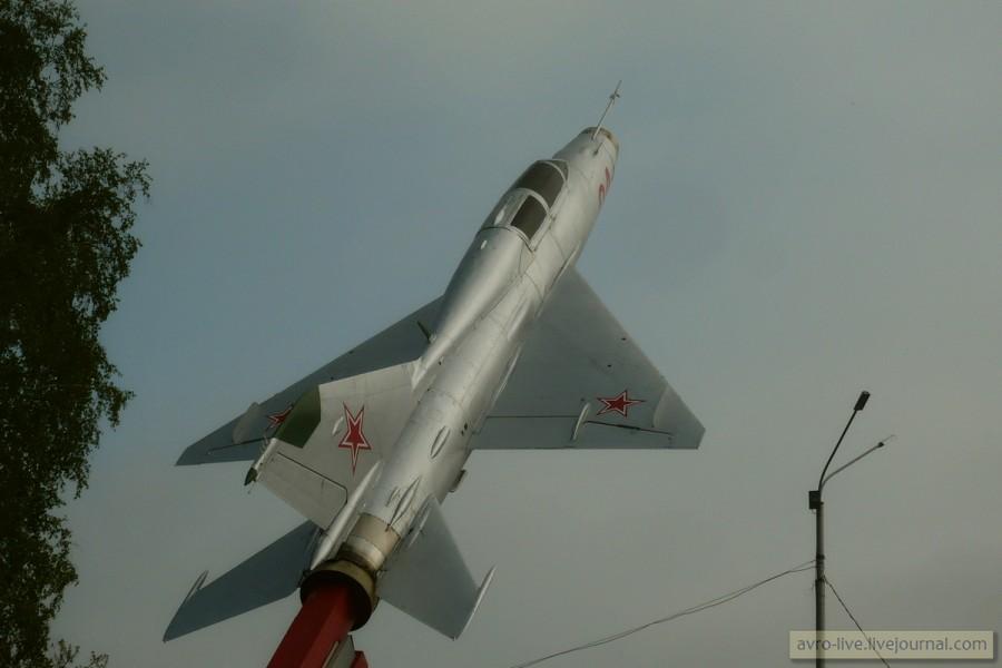 МиГ-21 в аэропорту Кемерово авиация,МиГ,военное,Кемеровская область