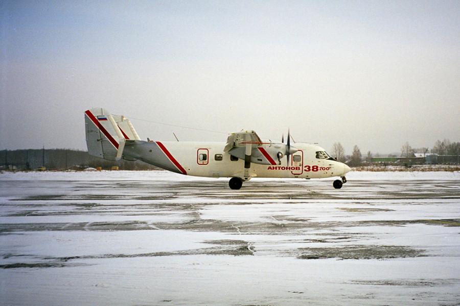 1-An-38-200-first-flight-1
