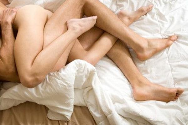 nezhnosti-v-posteli-foto-onlayn-porno-russkaya-vzroslaya-zhenshina-s-molodim-parnem