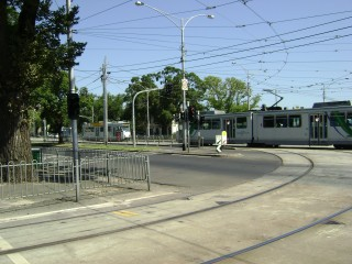 B2 and Z3 trams cross on Flemington Road