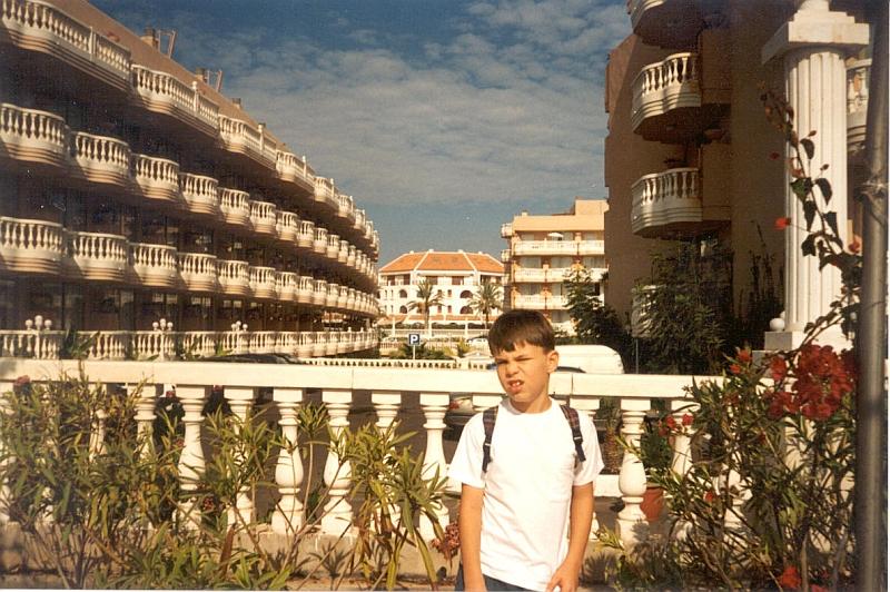 Daniel-na-fone-balconov