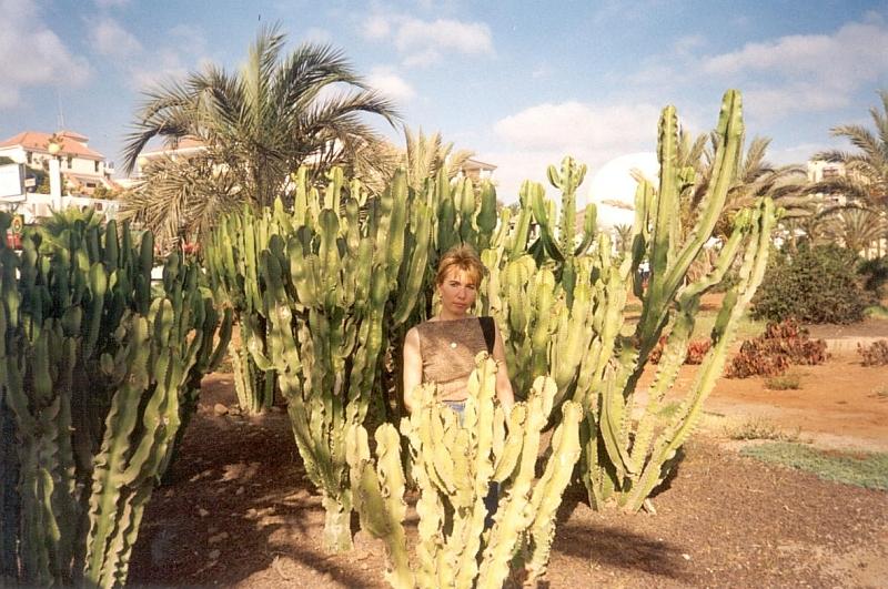 Lena-sredi-kaktusov