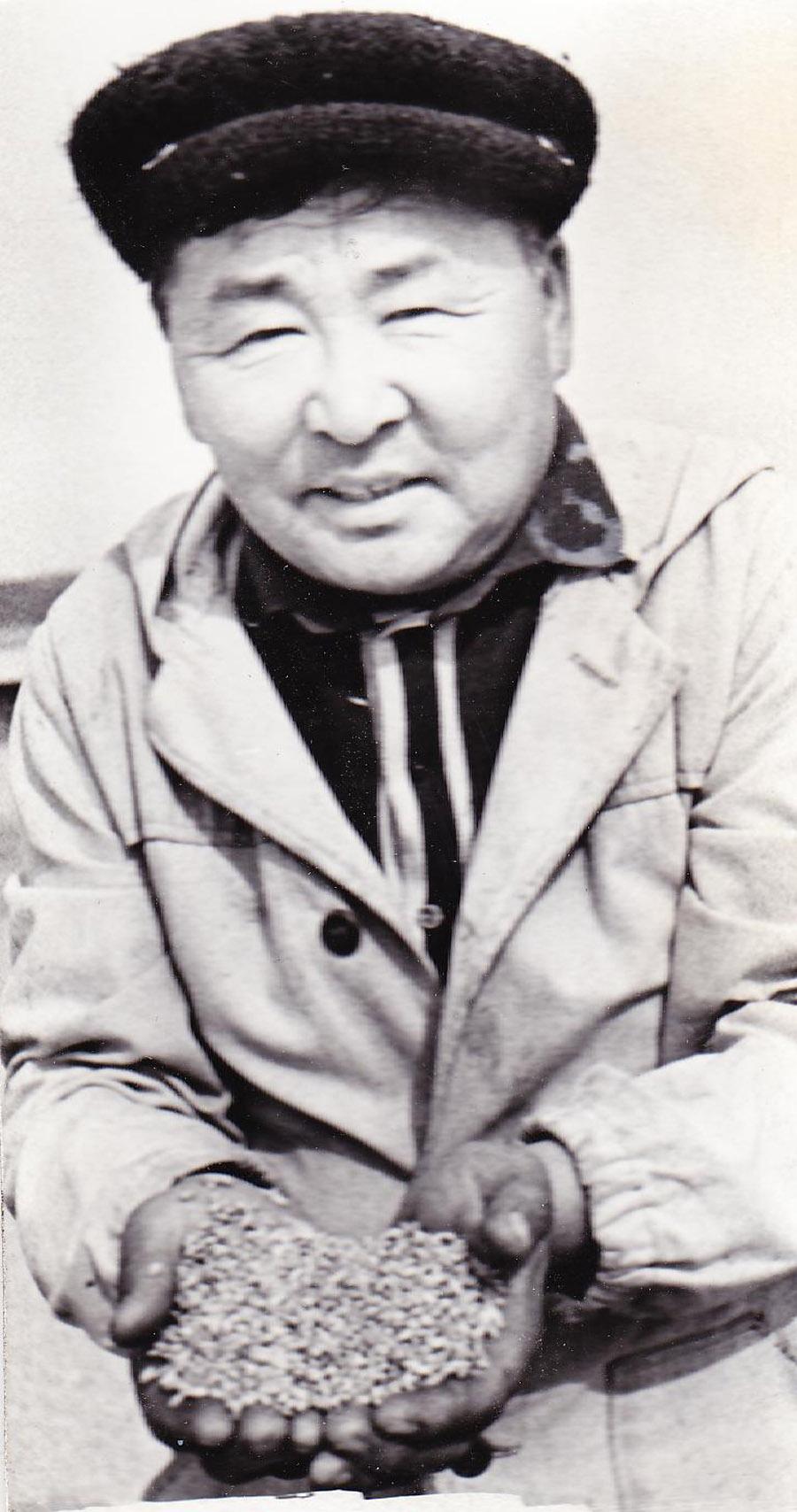 Мункуев Галсан, зав. зернотоком, Улан Одон.jpg