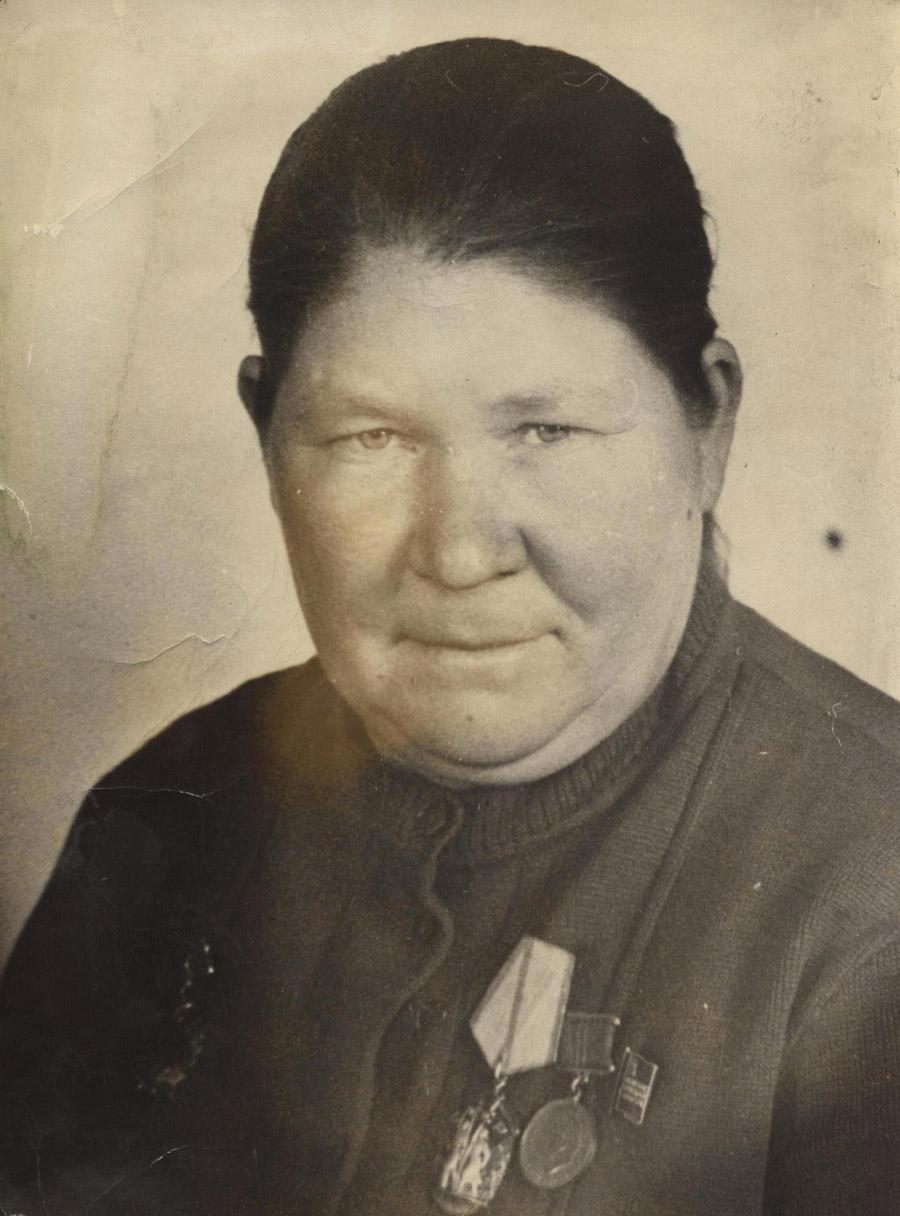 Самдиянова Х., к-з Улан-Одон, доярка.jpg