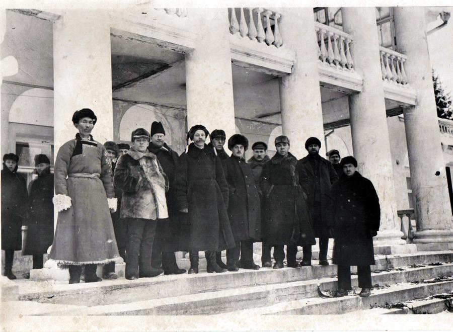Делегаты Х1 съезда Советов 1924 г. 23  января  Горки.jpg