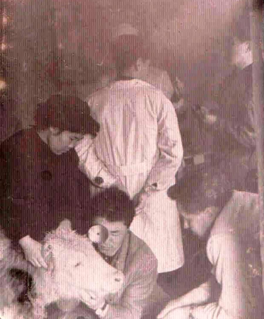Будажапов Ц.Д. в 1960 году. Студент зооветинститута. Урок офтальмологии.jpg