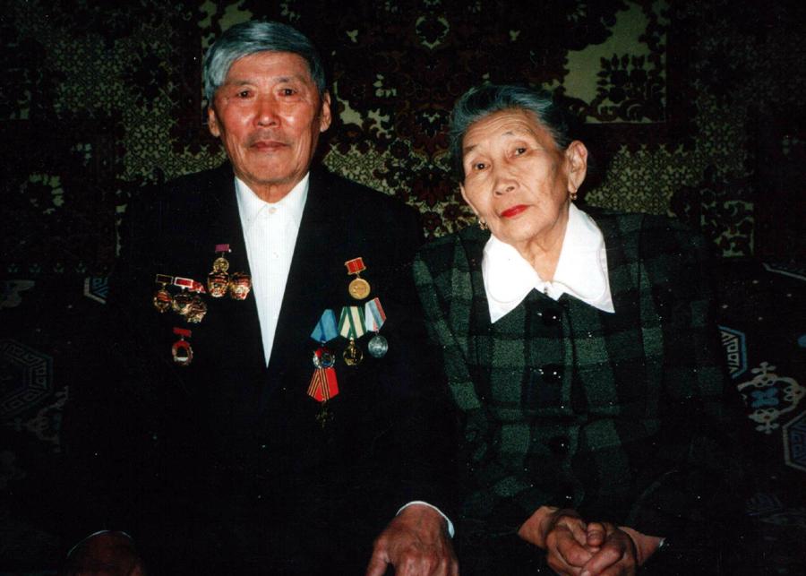 Нордопов Абида с супругой. Передовой чабан к-за. Цокто-Хангил.jpg