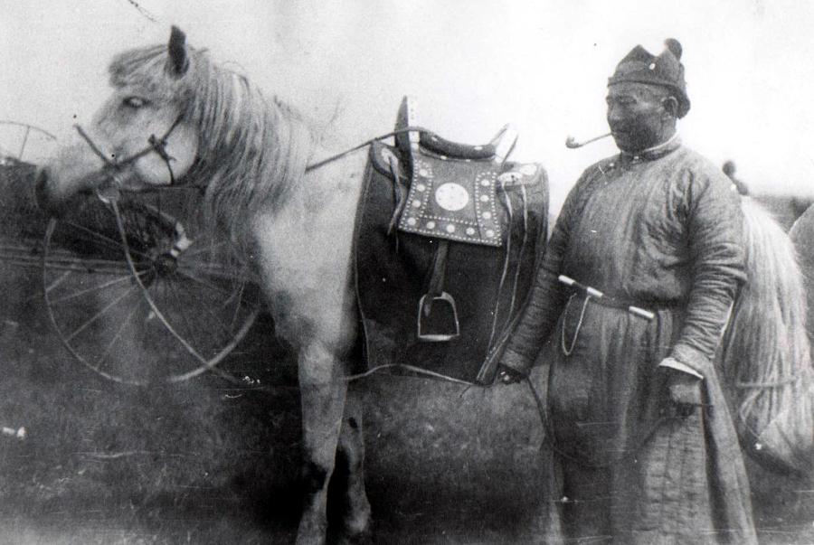Чойжиллхамаин Аюрзана лето 1933 г. с Цокто- Хангил.jpg