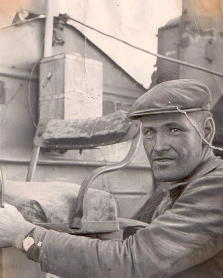 Димов Михаил Степаныч, лучший комбайнер-механизатор. Агинский с-з.jpg