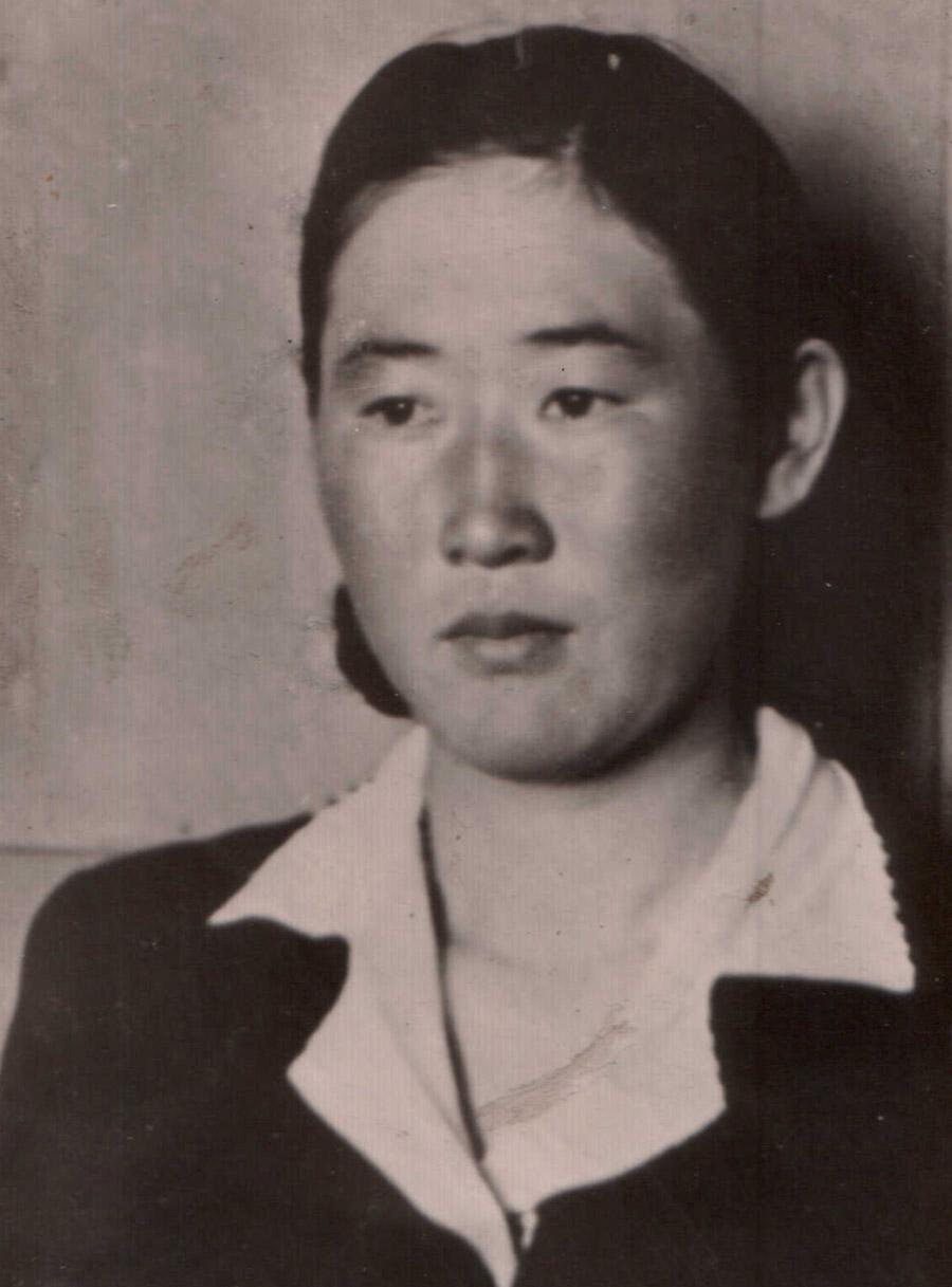 Бальжин Бадмадоржиева, чабанка, делегат 13 съезда ВЛКСМ Судунтуй, 1958 г..jpg