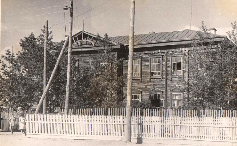 1. Первое здание Агинского педучилища.jpg