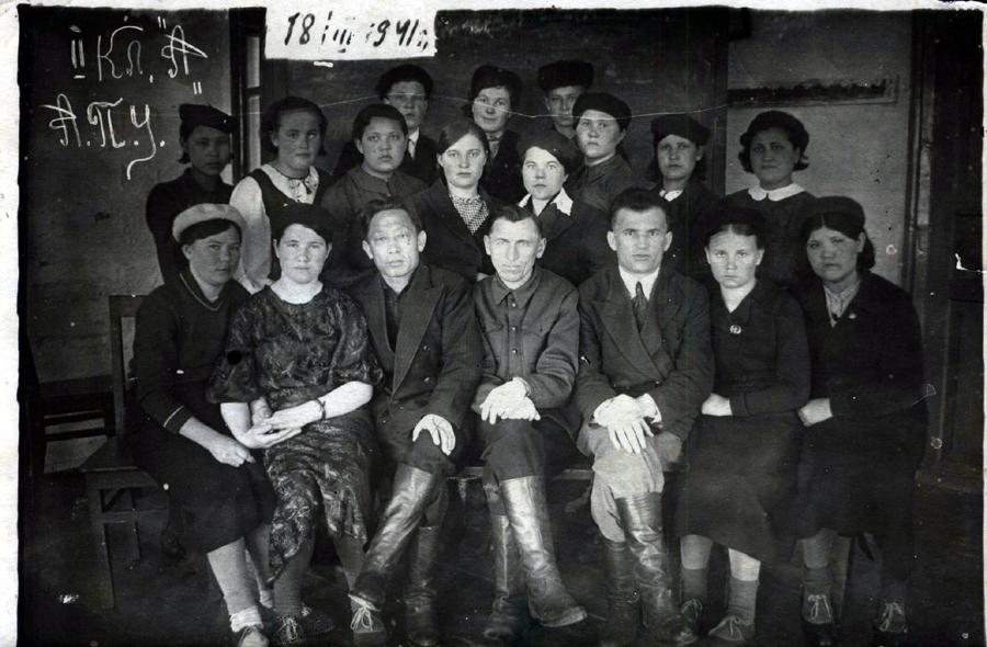 1941 год. Как память Н.А.Алсаеву от 2 кл. А.jpg