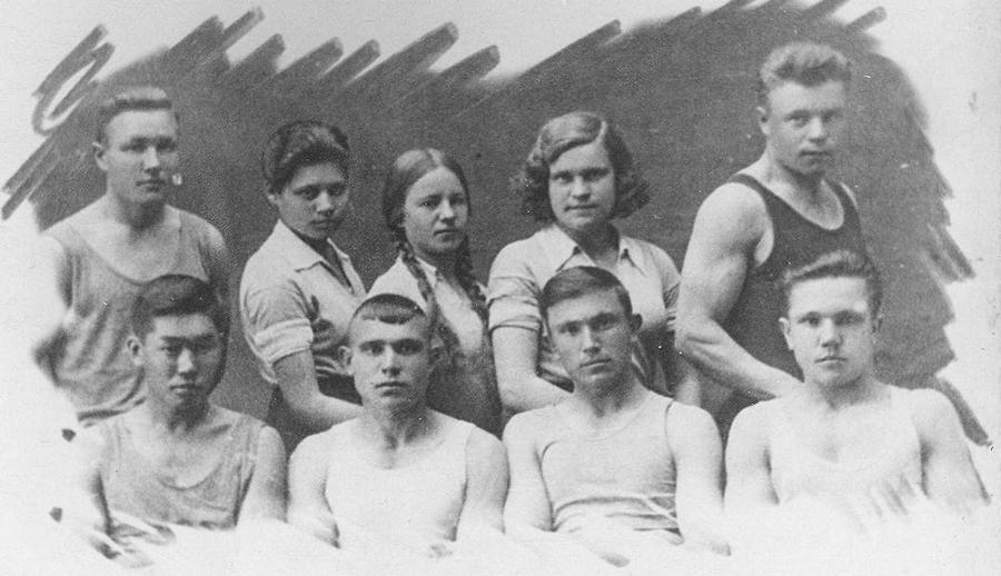 Лучшие физкультурники училища 1938 год.jpg
