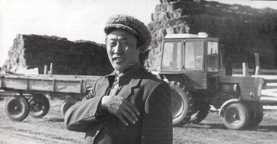 Эрдэнеев Цыренжаб, с-з Могойтуйский, скотник.jpg