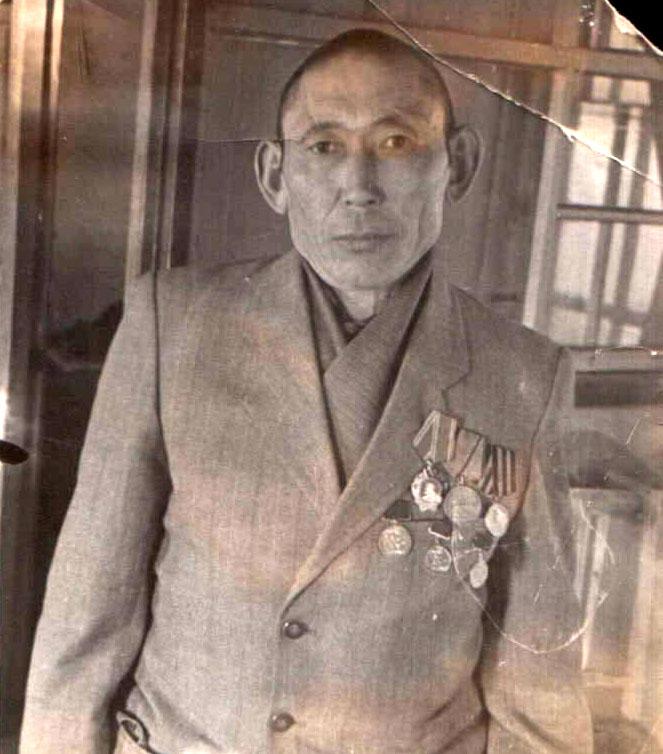 20. Базаров Гомбоцырен, чабан Догой. 1957 год..jpg