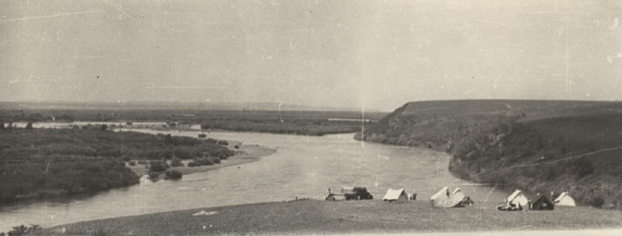 22. Экспедиция Окладникова. 1967 г. У реки Онон.jpg