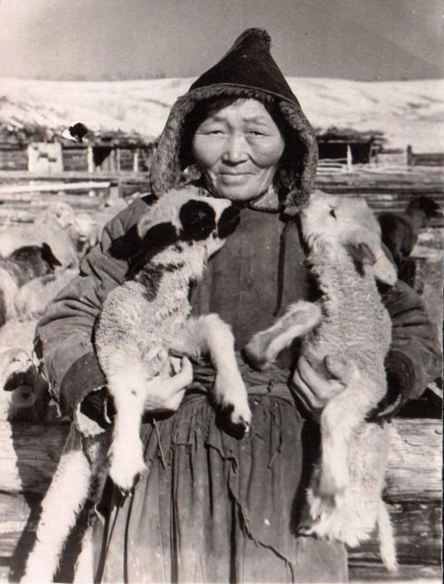 26. Чабанка из Хойто-Аги Балданова Цыцык. 1957 г..jpg