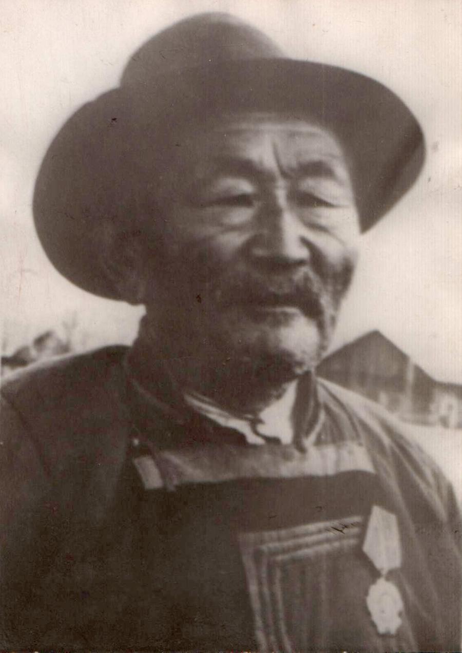 14. Галсанов Жаб, к-з Коммунизм. 1957 г..jpg