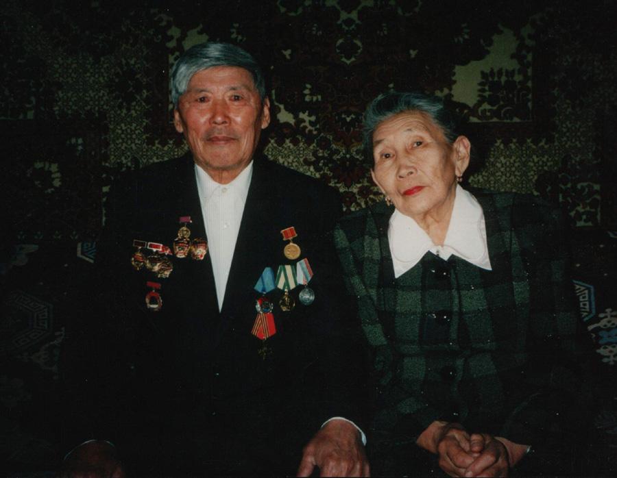 6. Нордопов Абида с супругой. Передовой чабан к-за. Цокто-Хангил.jpg
