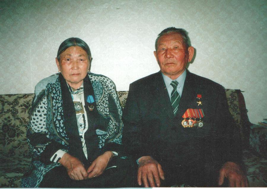 11. Дашидондок Пурбуев и его супруга Хандажаб-абгай.jpg