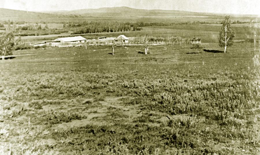 Одна из чабанских стоянок колхоза им. Ленина, с. Новый Дурулгуй.jpg