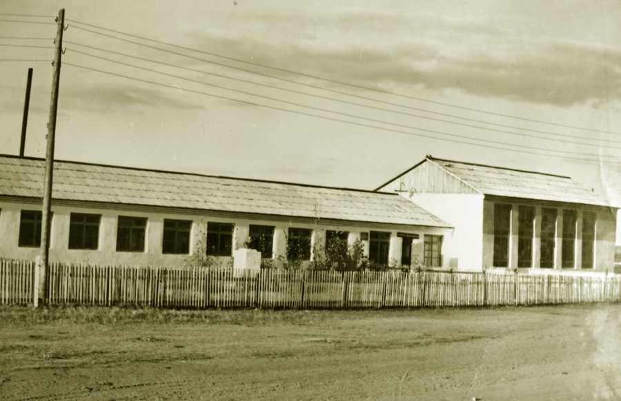 Школа в селе Кулусутай.jpg