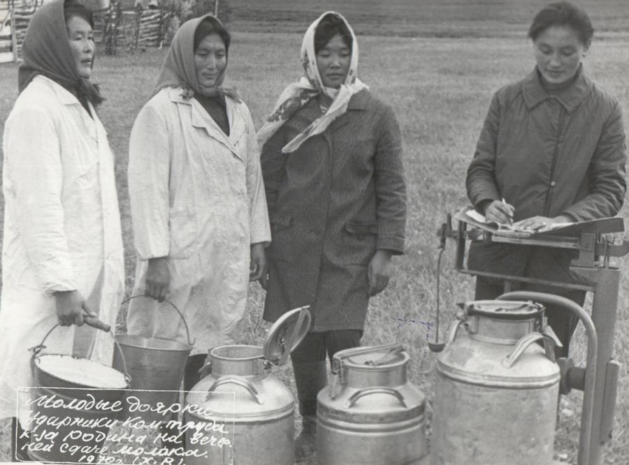 4. Доярки молодые. 1970 г..jpg