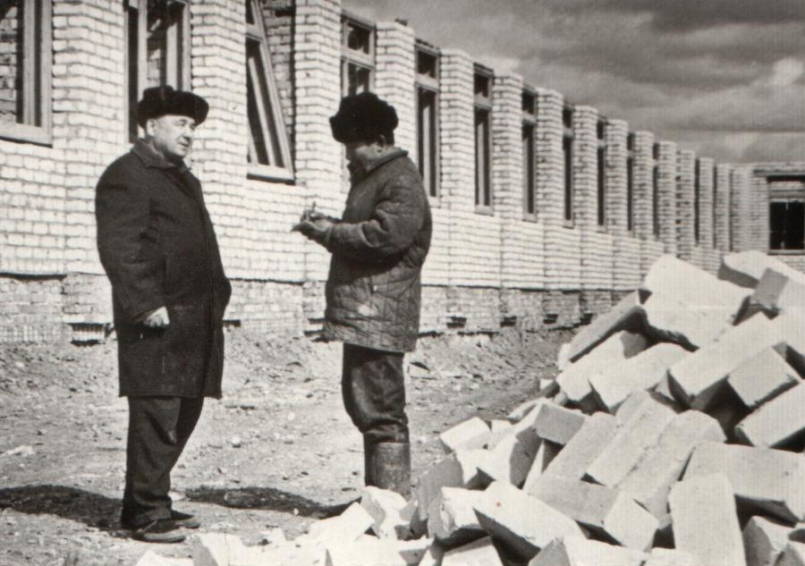 24. Сапожников, и бригадир Гомбоев Ампил.jpg