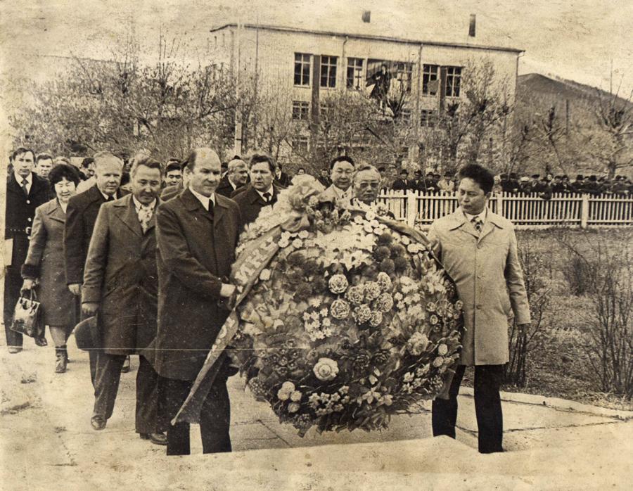 23. Возложение венка к памятнику В. И. Ленина..jpg