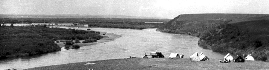 42. Экспедиция Окладникова. 1967 г. У реки Онон.jpg