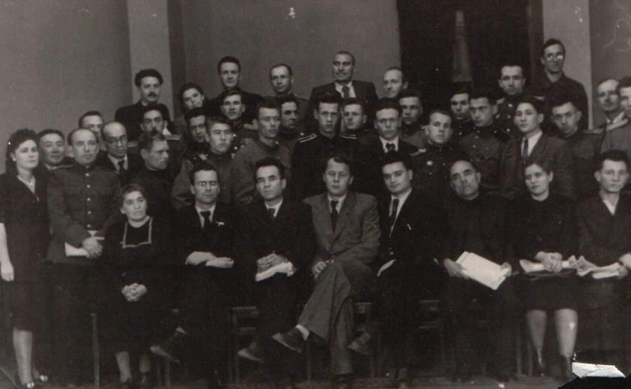 1. Писатели Забайкалья. Слева 1 ряду сидят, второй Виль Липатов, Воронов, Твардовский, слева второй стоит Балданжабон.jpg
