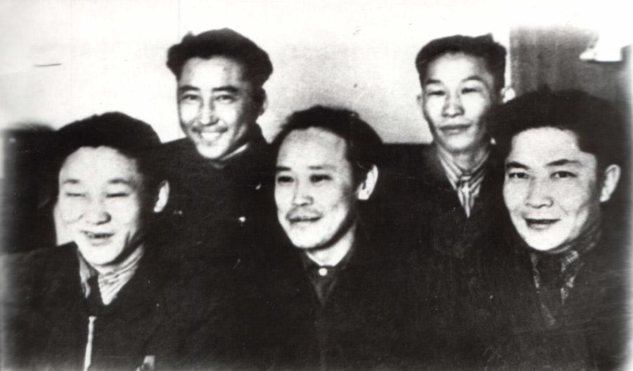 Слева Цыдыб Жамбалов, Зандара Намдаков, Борис Рабдано, Дугаржаб Жабхандаев, Галсан Дондоков.jpg