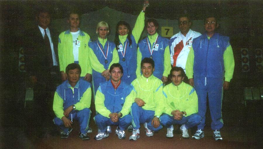 В центре пдняла руку Надежда Бадмацыренова, чемпионат Европы, Польша 2000 г..jpg