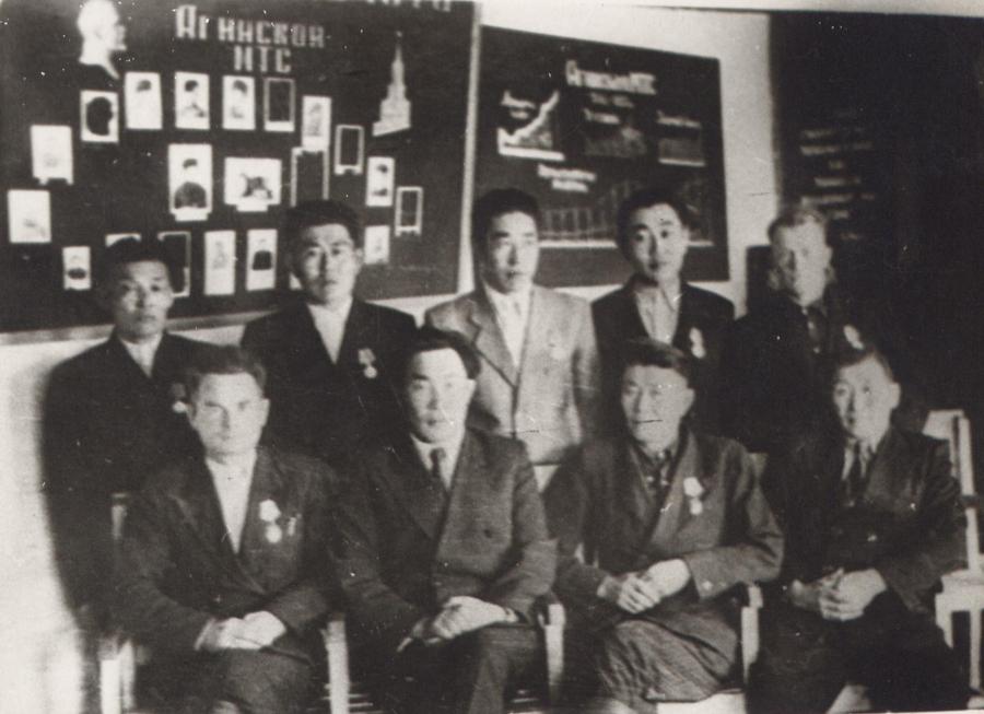 Работники Агинской МТС.jpg