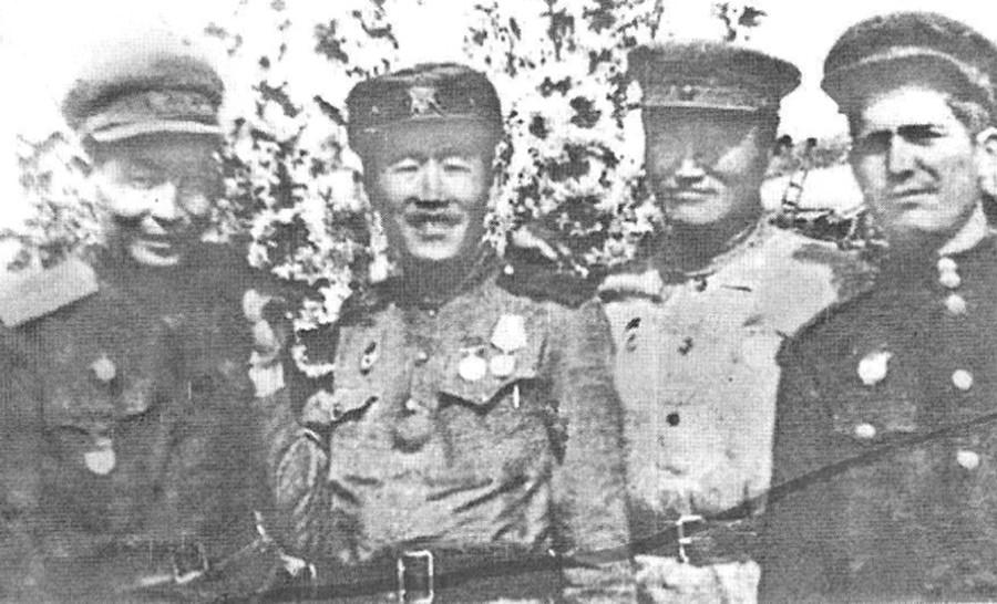 Р. Озонов, С. Дугарон, Е. Жигмитов, Кириченко, 246 стрелковый полк.jpg