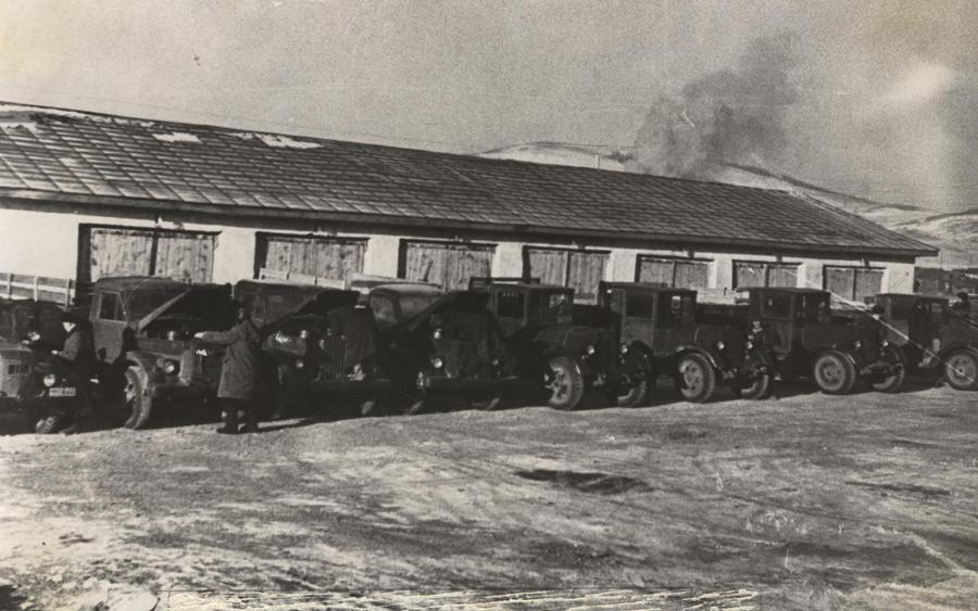 Автопарк в Догое. 1950-е годы.jpg