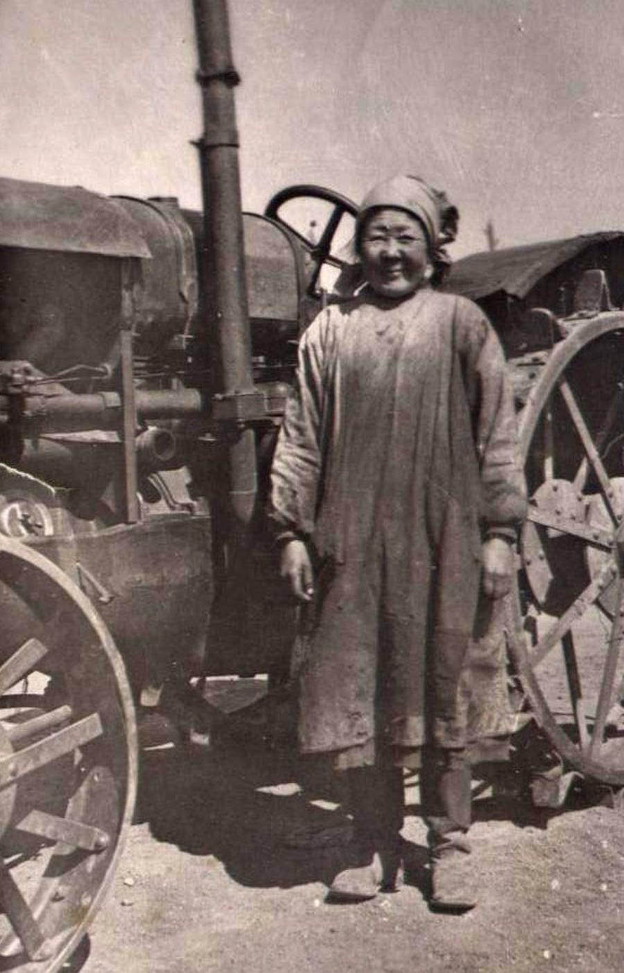 Аюшиева Жаргал, кавалер ордена Ленина, Х-Шэбэр. 1955 г.jpg