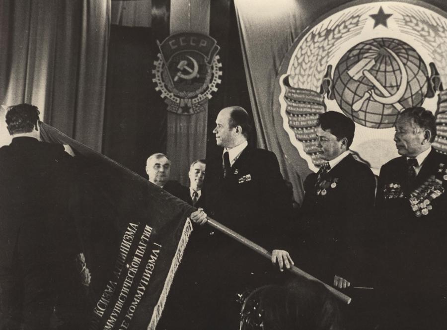 Награждение округа Трудовым Красным Знаменем. 1978 год.jpg