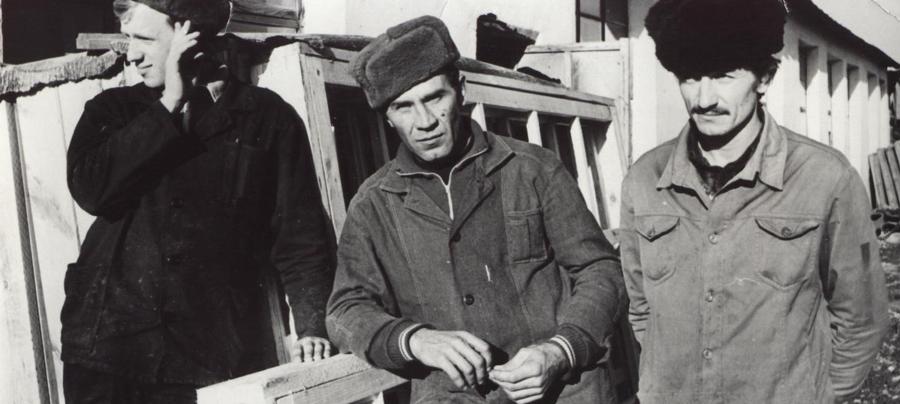 Рабочие столярки. Черепанов, Шукшин, Семенюк, Агинское МСО.jpg