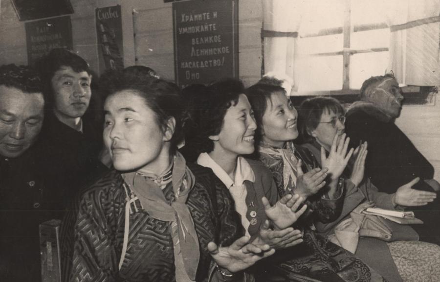 Китайские гости в ДК Х-Шибири.jpg