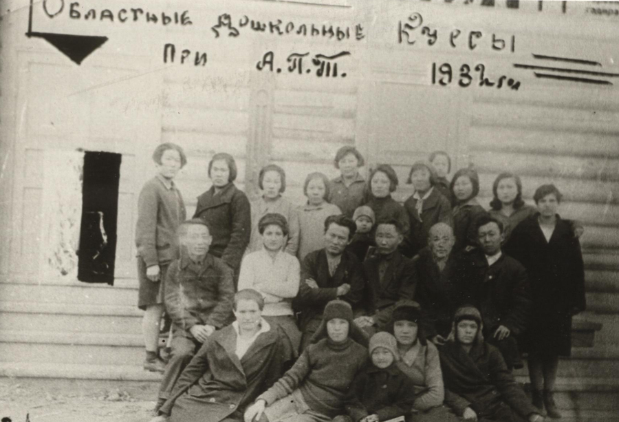 1. Агинский педагогический техникум. 1932 год.jpg