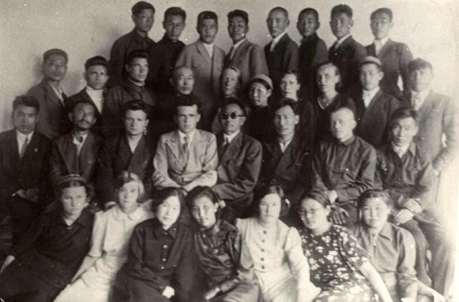 3..1 Выпуск АСШ в 1941 г. Окончили 12 чел. Имена на обороте.jpg