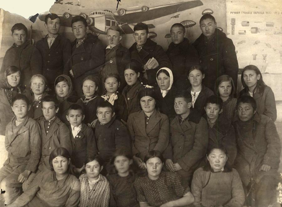 4. 1941 год. Выпускники Дульд. ср. шк.jpg