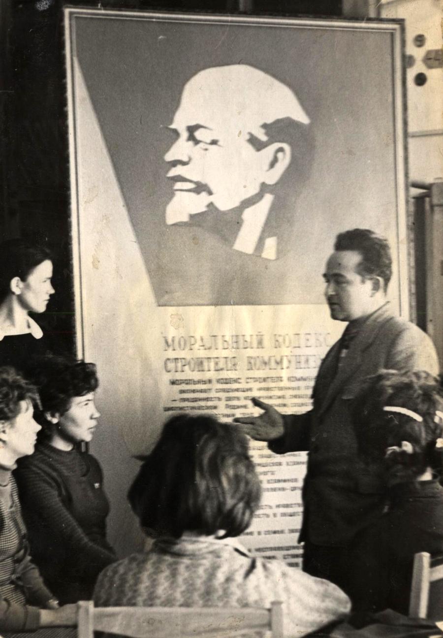 В музее В. И. Ленина при Агинском педагогическом училище.jpg