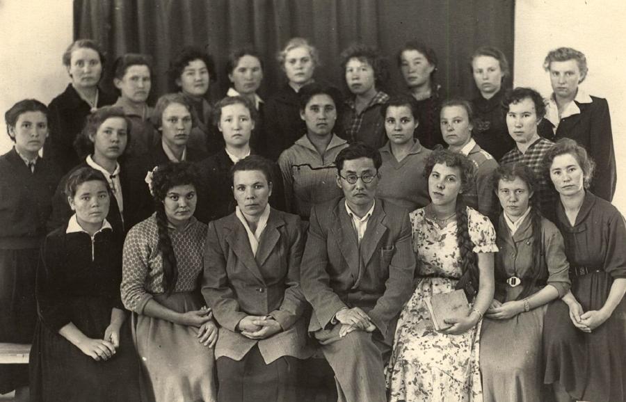 В середине Малацагаев Тригер Матв. справа Наякшина Тамара Алекс..jpg