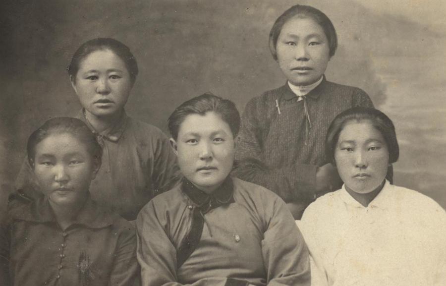 Деятели женской армии. Дети вольной степи. Написано, что снято 1926 году.jpg