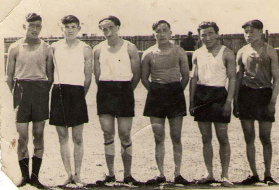 Волейбольная команда 1965 г..jpg
